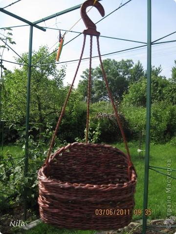 Мне не нравилось, как прищепки болтались на веревках и я сделала такую переносную плетенку для них.  фото 1