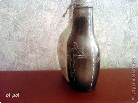 Это из моего чёрно-белого периода. Попала в руки прикольная бутылочка, долго думала и вот... Рисунки взяты вот отсюда: http://arts.in.ua/artists/Milena/f/4093/ фото 4