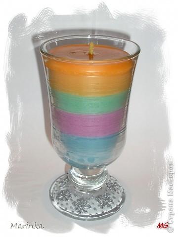 А вот и мои свечки. Использовала обычные хозяйственные, красила восковыми мелками, а формочка - стаканчик от ватных палочек. фото 4