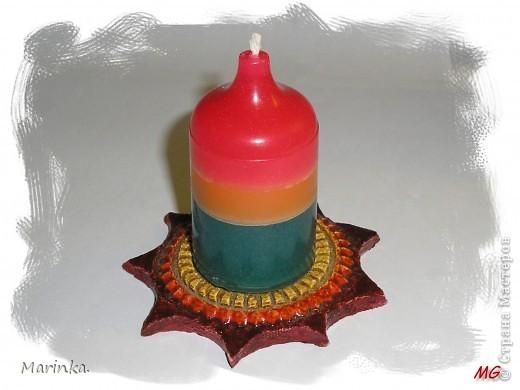 А вот и мои свечки. Использовала обычные хозяйственные, красила восковыми мелками, а формочка - стаканчик от ватных палочек. фото 2