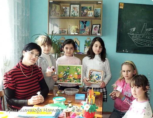 """Добро пожаловать в наше детское творческое объединение """"Первоцвет"""".  Здесь мы играем, рисуем, вышиваем, плетем из бисера и бусин и мастерим различные сувениры.  фото 4"""