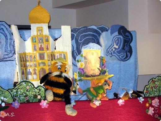 """На Пасху ставили спектакль """"Тёплая слезинка"""" для детей. И куклы и все декорации связаны крючком. Такие необычные декорации к спектаклю сделали мастерицы из нашего семейного клуба """"Ковчег"""" фото 3"""