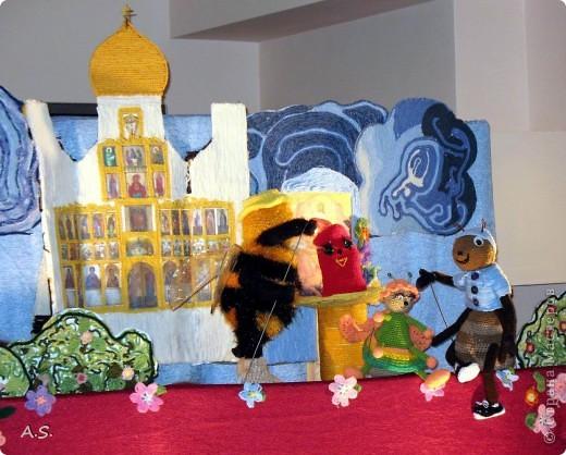 """На Пасху ставили спектакль """"Тёплая слезинка"""" для детей. И куклы и все декорации связаны крючком. Такие необычные декорации к спектаклю сделали мастерицы из нашего семейного клуба """"Ковчег"""" фото 4"""