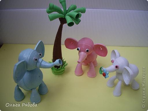 Месяц назад я родила дочку ,и тогда же родилось это семейство слоников.Розовый слоник - это я,синий - папа,а белый - моя старшая дочь. А младшую сделать не успела - нас выписали. фото 1