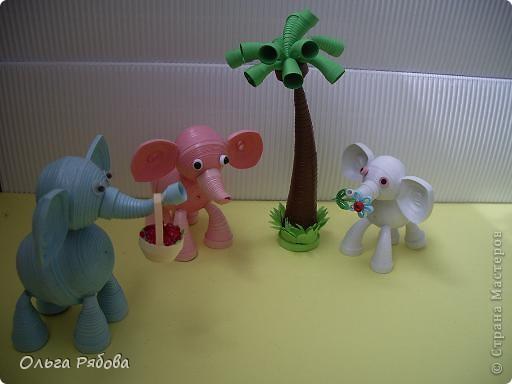 Месяц назад я родила дочку ,и тогда же родилось это семейство слоников.Розовый слоник - это я,синий - папа,а белый - моя старшая дочь. А младшую сделать не успела - нас выписали. фото 5
