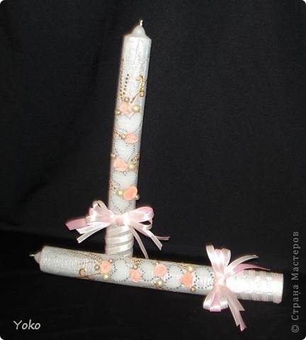 Ой, не ругайте меня!!!!!! Вот такие свадебные свечи я наделала. Свечи покупные - самые обычные (к сожалению узких и белых нигде не смогла найти), а формы под заливку таких свечей у меня нет. Декор: пластика, бисер, бусины, лента, восковый маркер фото 3