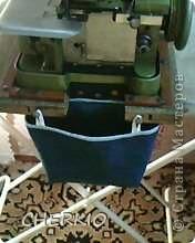 Здравствуйте,показываю своё решение проблемы,для тех у кого есть оверлок.Я предлагаю вам сшить мешочек для обрезков ткани,которыми любит мусорить эта очень нужная машинка. фото 1