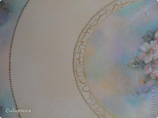 Столик сделан по собственному эскизу. Заготовки выпилил муж. Декупаж рисовой бумагой, тени акриловыми красками, кракелюр на ПВА, точки краской акр.золото, лессировка золото, лак акрилов, финишный алкидный лак для внутренних работ. фото 8