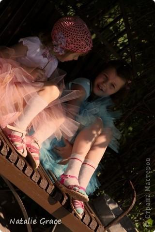 красиво смотрится такой цвет юбочки на фоне ярко-зеленой травы)) фото 6