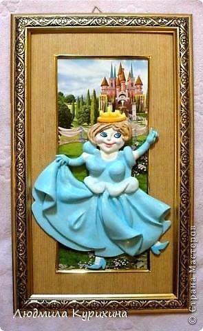 Все люди, как люди, а я королева  (подарок подруге).  Поделка из солёного теста.  Фон из упаковки для куклы.