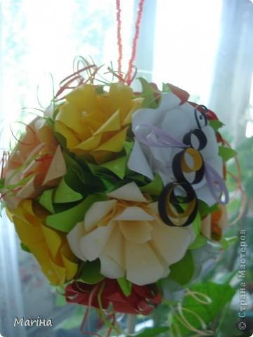 Благодаря мастерицам сайта смогла сделать кусудаму из роз в подарок своей мамочке. фото 1