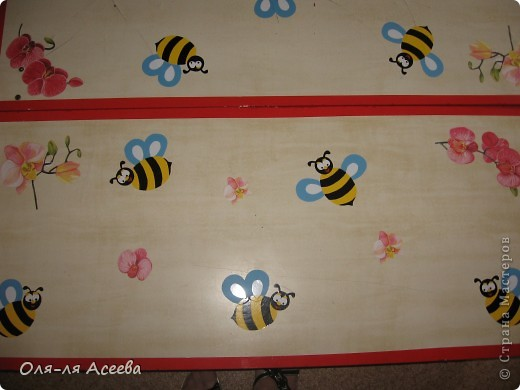 Вот такие пчелы прилетели к нам на банкетки в детский сад. фото 1