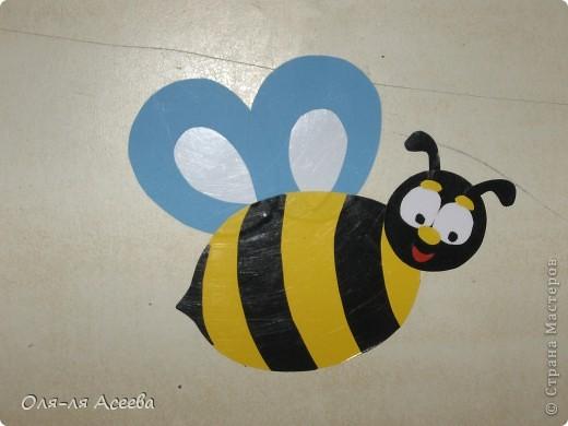 Вот такие пчелы прилетели к нам на банкетки в детский сад. фото 2
