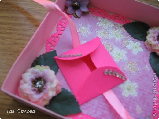 Добрый день всем.Сотворилась вот такая коробочка ко дню рождения дочкиной подружки.Девушка очень яркая и коробочка получилась под  стать. фото 4