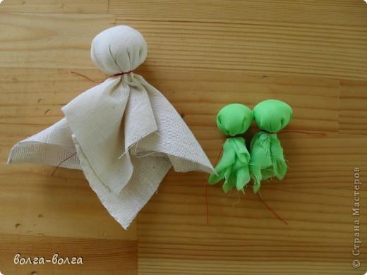 Эта кукла наполнена душистой лекарственной травой. Куколку необходимо помять в руках, пошевелить, и по комнате разнесется травяной дух, который отгонит духов болезни. От нее  исходит теплота, как от заботливой хозяйки. фото 4