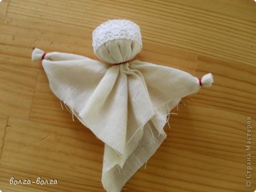 Эта кукла наполнена душистой лекарственной травой. Куколку необходимо помять в руках, пошевелить, и по комнате разнесется травяной дух, который отгонит духов болезни. От нее  исходит теплота, как от заботливой хозяйки. фото 5