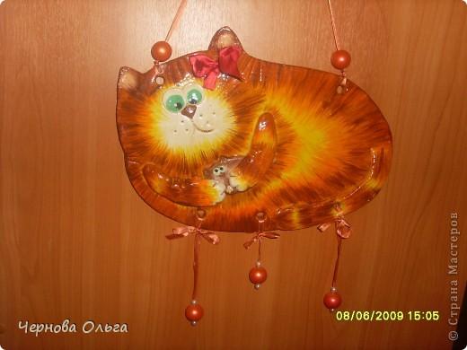это рыжая мама с котеночком,такая беспокойная,никуда от себя своё чадушко не отпускает)))) фото 1