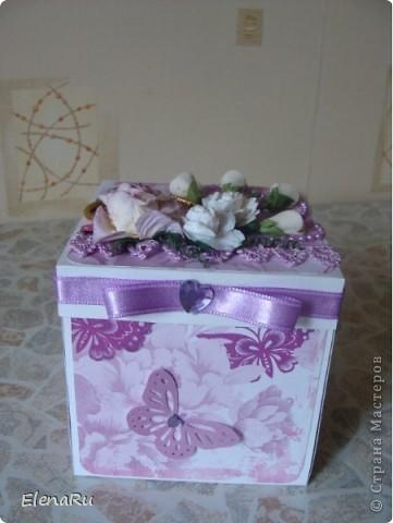 """Соседка заказала подарочную коробочку  для денег на свадьбу. Бумагу выбирала сама заказчица. Но очень ей хотелось, чтобы бабочки вылетали! Получилась миленькая коробочка-фотоальбом, двухслойная, с бабочками из разряда: """"ТАК жалко отдавать!!!"""" Вот смотрите!!! фото 1"""