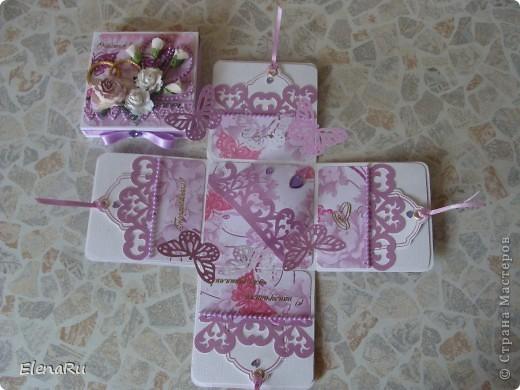 """Соседка заказала подарочную коробочку  для денег на свадьбу. Бумагу выбирала сама заказчица. Но очень ей хотелось, чтобы бабочки вылетали! Получилась миленькая коробочка-фотоальбом, двухслойная, с бабочками из разряда: """"ТАК жалко отдавать!!!"""" Вот смотрите!!! фото 4"""