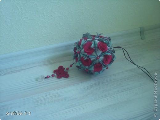 Вот такая кусудама получилась )))  Розочки делала по МК http://stranamasterov.ru/node/183828?c=favorite фото 2
