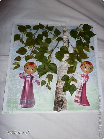 Поделка в садик к празнику Троицы. Распечатала ч/б картинку березы и обклеила ее берестой и листочками.