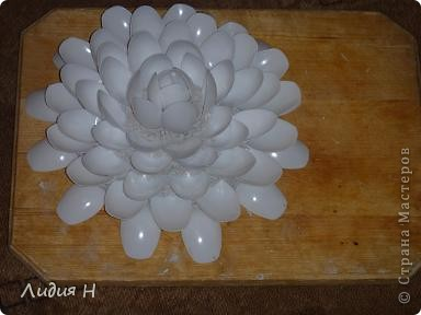 Лилия из ложек фото 4
