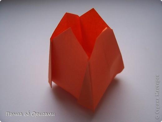 Цветы - самый пластичный материал для создания красоты. Но не менее важно, в какой сосуд вы поместите эту красоту, потому что только в гармонии с вазой букет станет удачной флористической композицией. Эту красивую вазу придумал Тошира Такахама, тюльпан – Кунишико Касахара, Бутоньерку – дует из Элис Грей и Поля Джексона, а вот фигурка вьюнка известна очень давно.  фото 22