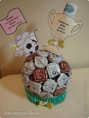 Наш дедушка очень любит футбол. Решили на день рождения его порадовать. фото 1