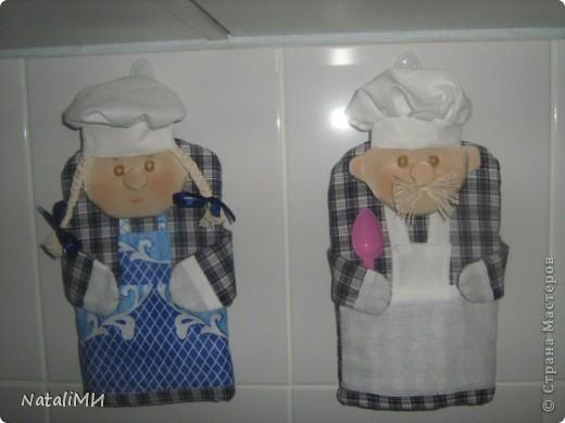 Веселое настроение на кухне можно создать с помощью таких прихваток-поварят. фото 1