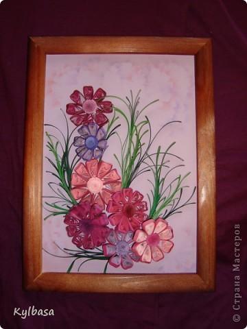 Космеи - первые цветы в технике квиллинг, которые я увидела в Стране Мастеров.  Так они из головы у меня  и не  выходили. Очень хотелось попробовать свои силы в изготовлении этих нежных цветов.  фото 1