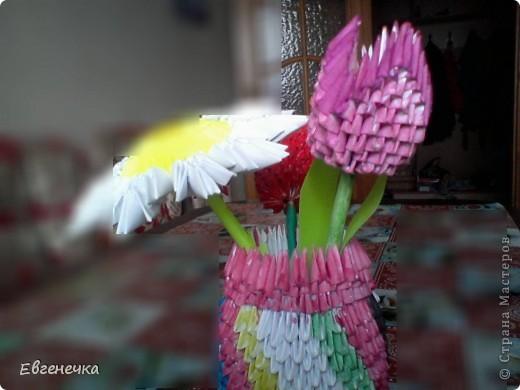 Вот и ваза! Качество плохое, поэтому если не видно, то там тюльпаны и ромашка! фото 2