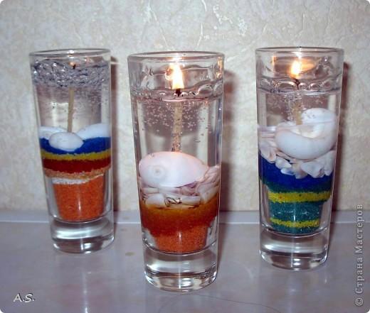 """Нашли с дочкой прошлогодние ракушки, собраные на Азовском море, добавили немного цветного песочка - и получились такие """"морские"""" свечи:))) фото 2"""