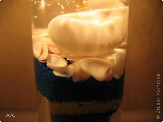"""Нашли с дочкой прошлогодние ракушки, собраные на Азовском море, добавили немного цветного песочка - и получились такие """"морские"""" свечи:))) фото 6"""