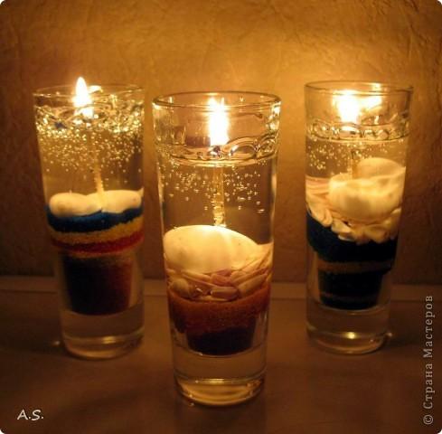 """Нашли с дочкой прошлогодние ракушки, собраные на Азовском море, добавили немного цветного песочка - и получились такие """"морские"""" свечи:))) фото 1"""