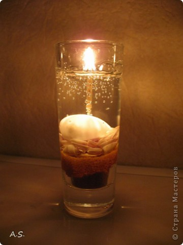"""Нашли с дочкой прошлогодние ракушки, собраные на Азовском море, добавили немного цветного песочка - и получились такие """"морские"""" свечи:))) фото 3"""