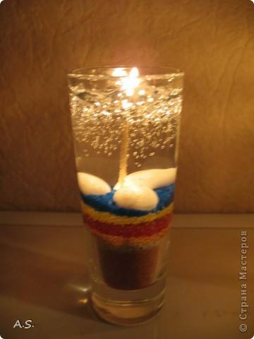 """Нашли с дочкой прошлогодние ракушки, собраные на Азовском море, добавили немного цветного песочка - и получились такие """"морские"""" свечи:))) фото 5"""
