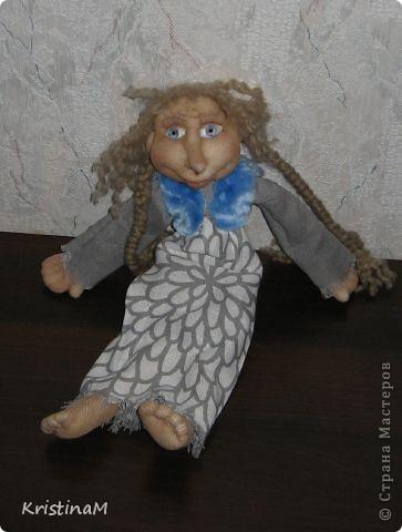 Очень хотелось сделать более реальные глаза. У этой куклы еще не то что хотелось, но уже чем то похожи на настоящие. В магазинах с фурнитурой для кукол подсмотрела классные глазки и решила сделать сама. фото 1