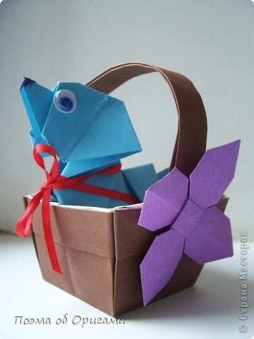 Наш сказочный щенок будет жить в корзинке сложенной в технике оригами, как и он сам.  Идея его создания забавного песика принадлежит Эдвину Кови, а вот корзинку придумал Альдо Патиниьяно. фото 1