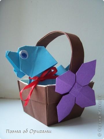 Наш сказочный щенок будет жить в корзинке сложенной в технике оригами, как и он сам.  Идея его создания забавного песика принадлежит Эдвину Кови, а вот корзинку придумал Альдо Патиниьяно. фото 60