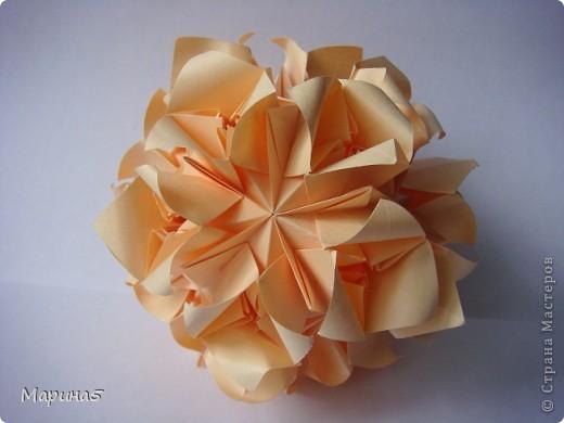 Здравствуйте всем! Насмотревшись на красоток у Куси-муси http://stranamasterov.ru/node/201431, http://stranamasterov.ru/node/195243, тоже захотела такую! И вот теперь она у меня есть! Кусудама Roses Автор: Татьяна Высочина фото 1