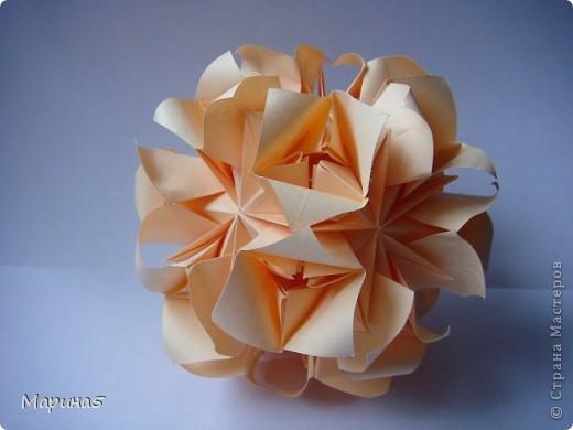 Здравствуйте всем! Насмотревшись на красоток у Куси-муси http://stranamasterov.ru/node/201431, http://stranamasterov.ru/node/195243, тоже захотела такую! И вот теперь она у меня есть! Кусудама Roses Автор: Татьяна Высочина фото 2