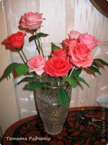 """... Налепила роз, решила показать. Правда, некоторые из них ещё без листьев, стебли - пока голая проволока.   Ну, что получилось,- то получилось... Просто до завершения все не """"доживут"""", постепенно раздариваю. фото 7"""