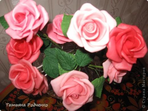 """... Налепила роз, решила показать. Правда, некоторые из них ещё без листьев, стебли - пока голая проволока.   Ну, что получилось,- то получилось... Просто до завершения все не """"доживут"""", постепенно раздариваю. фото 9"""