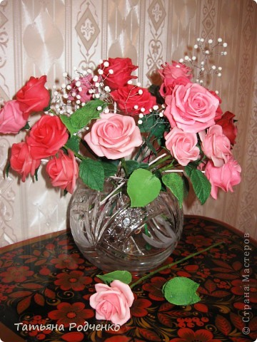 """... Налепила роз, решила показать. Правда, некоторые из них ещё без листьев, стебли - пока голая проволока.   Ну, что получилось,- то получилось... Просто до завершения все не """"доживут"""", постепенно раздариваю. фото 8"""