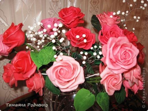 """... Налепила роз, решила показать. Правда, некоторые из них ещё без листьев, стебли - пока голая проволока.   Ну, что получилось,- то получилось... Просто до завершения все не """"доживут"""", постепенно раздариваю. фото 10"""