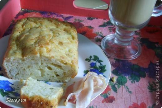 Захотелось моим домашним сегодня на завтрак чего-то необычного....вот и испекла я им сырный кексик....