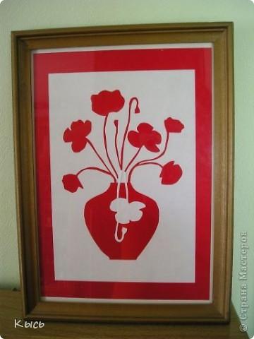 Красные маки. Автор Питер Каллесен (Peter Callesen). Оригинальное название работы Broken Flowers, 2007. Идею взяла с сайта Автора http://www.petercallesen.com/index/index2.html