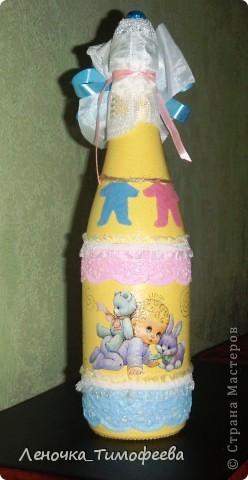 """Бутылочка """"С новорожденным"""". Можно подарить на день рождения малыша. А мы разыгрываем на свадьбе в качестве приглашения на обмывание ножек будущему ребеночку.  фото 2"""