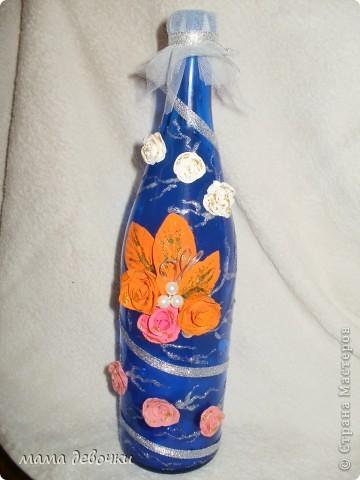 Решила сделать вот такую бутылочку, цветочки разные по цвету, остатки так сказать, а маленькие белые и розовые, мне посылочкой отправила светик 1903, решила их то же наклеить, что бы красоту было видно. Пока делала бутылочку, позвонили и пригласили на годовщину свадьбу, 20 лет, сама об этом я и неподозревала, что повод есть для бутылочки!  Бутылочку изначально делала для декора кухни, ну что поделать, поедет жить к другой семье! Всем спасибо что зашли, рада гостям! фото 1