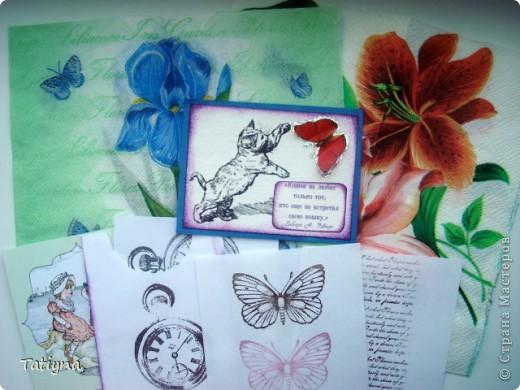 Добрый всем день!!! Сегодня я к вам с открыточкой-шоколадницей и конвертиком!! Очень мне понравился мотив на скрап бумаге, леечка с цветами, решила его немного украсить и сделала объемные  цветочки, а к ним и бабочка прилетела, вот так по летнему получилось!!! Края тонированы штемпельной подушечкой, сверху  украшена текстильной самоклеющийся лентой для скрапбукинга.  Здесь схема шоколадницы http://stranamasterov.ru/node/195815 фото 6